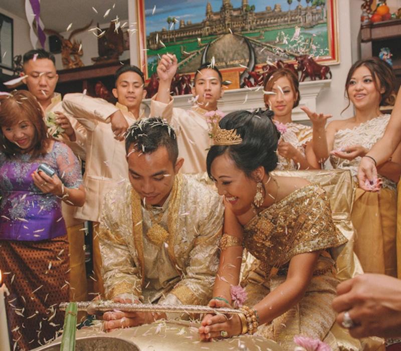 El amor en Camboya se pacta