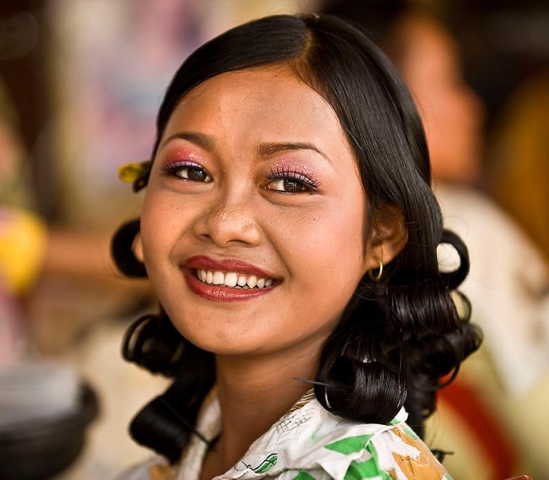 Una camboyana cuando besa, lo hace con la nariz