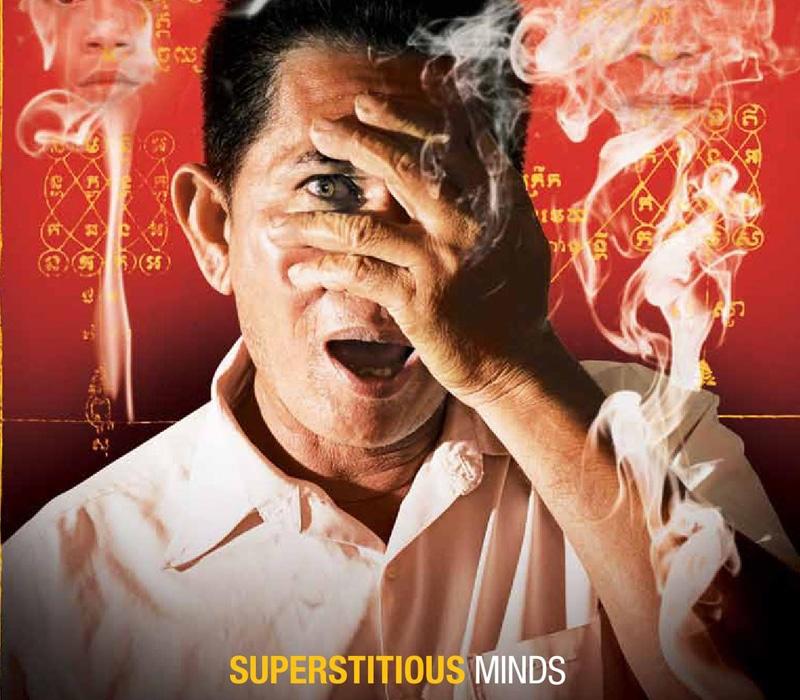 Imagen de una revista de Camboya hablando sobre la magia y la superstición en el país