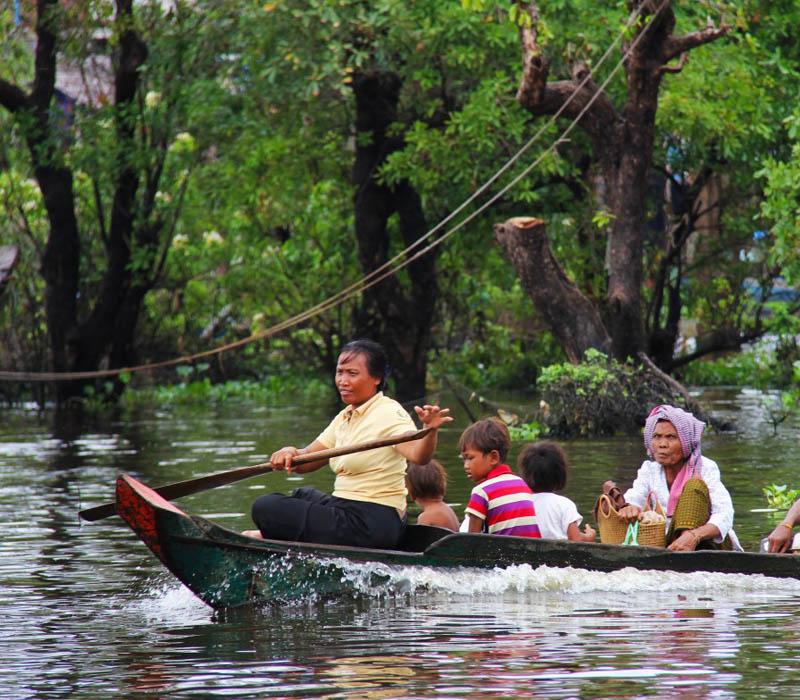En Camboya cuelgan a los difuntos de un árbol.