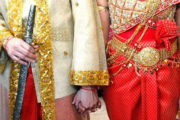 Detalle de trajes tradicionales en boda en Camboya